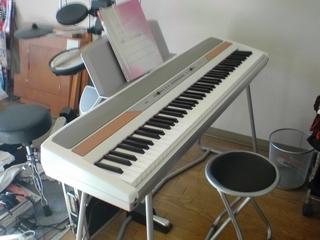 電子ピアノ.JPG